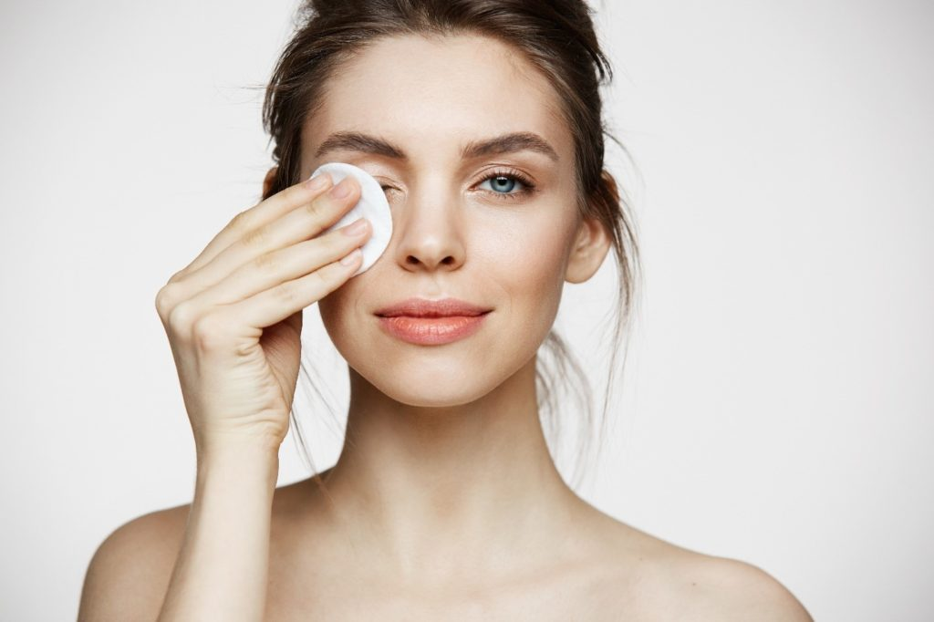 Sleeping in Makeup: Why You Should Stop it and How to Remove Makeup
